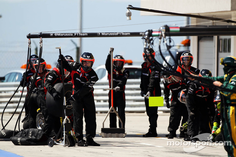 Marussia F1 Team await a pit stop