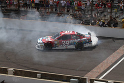 Race winner Ryan Newman, Stewart-Haas Racing Chevrolet