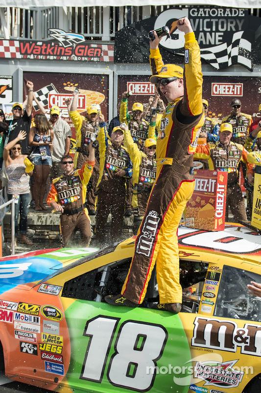 O vencedor Kyle Busch, Joe Gibbs Racing Toyota