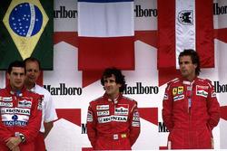Подиум: победитель гонки Ален Прост, McLaren, второе место – Айртон Сенна, McLaren, третье место – Герхард Бергер, Ferrari