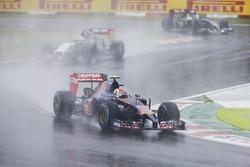 Daniil Kvyat, Scuderia Toro Rosso STR9, Sergio Perez, Force India VJM07