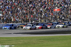 Kyle Larson, Chip Ganassi Racing Chevrolet, Kevin Harvick, Stewart-Haas Racing Ford, and Joey Logano, Team Penske Ford