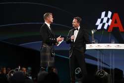 David Coulthard habla a Christian Horner, director del equipo, Red Bull Racing