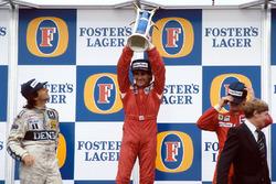 Подиум: победитель и чемпион мира Ален Прост, второе место – Нельсон Пике, третье место – Стефан Йоханссон