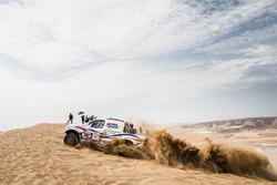 Иван Шихотаров и Олег Уперенко, Konturterm Racing, Toyota Hilux (№382)