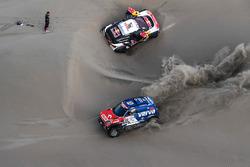 Якуб Пшигоньский и Том Колсул, X-Raid Team, MINI John Cooper Works Rally (№312), Себастьен Лёб и Даниэль Элена, Peugeot Sport, Peugeot 3008 DKR (№306)