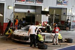 Pit stop, #248 Phoenix Racing Audi R8 LMS GT4: Philip Ellis, Joonas Lappalainen, Gosia Rdest, John-Louis Jasper