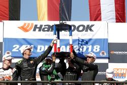 Podium: Racewinnaar #2 Black Falcon Mercedes-AMG GT3: Abdulaziz Al Faisal, Hubert Haupt, Yelmer Buurman, Gabriele Piana