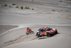 Сириль Депре и Давид Кастера, Peugeot Sport, Peugeot 3008 DKR (№308), Херард Фаррес, Himoinsa Racing Team, KTM 450 Rally Replica (№3)