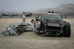 Crashed car of #310 X-Raid Team Mini: Bryce Menzies, Peter Mortensen