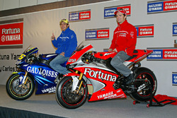 Valentino Rossi, Yamaha Factory Racing; Carlos Checa, Yamaha Factory Racing