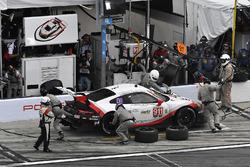 #911 Porsche Team North America Porsche 911 RSR, GTLM: Patrick Pilet, Nick Tandy, Frédéric Makowiecki pit stop