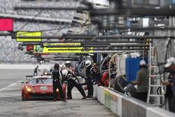 #62 Risi Competizione Ferrari 488 GTE, GTLM: Alessandro Pier Guidi, Toni Vilander, James Calado, Davide Rigon au stand