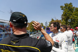 Andre Lotterer, Techeetah waves to the crowds with Alex Lynn, DS Virgin Racing, Edoardo Mortara, Venturi Formula E Team on the drivers parade