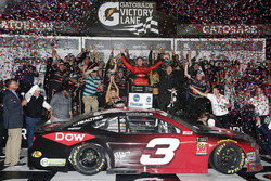 Austin Dillon, Richard Childress Racing Chevrolet Camaro fête sa victoire
