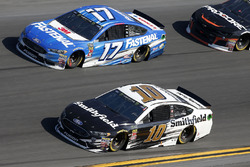 Aric Almirola, Stewart-Haas Racing Ford Fusion, Ricky Stenhouse Jr., Roush Fenway Racing Ford Fusion