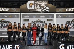 Austin Dillon, Richard Childress Racing Chevrolet Camaro viert met de Monster Girls