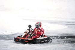 Kimi Räikkönen im Schnee-Kart