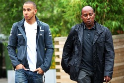Lewis Hamilton, Mercedes AMG F1 con su padre Anthony Hamilton