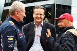 Dr. Helmut Marko, consultor da Red Bull Racing, com Niki Lauda, Mercedes Presidente Não-Executivo