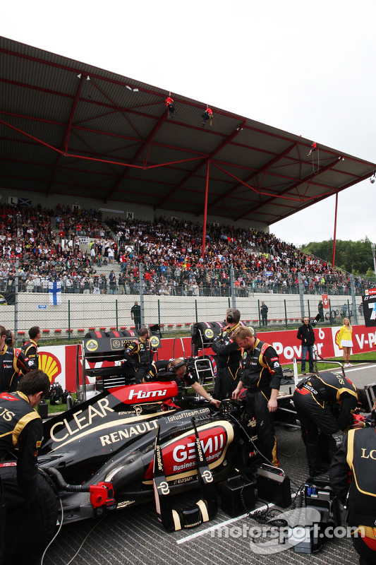 Kimi Raikkonen, Lotus F1 on the grid as Greenpeace protest against race title sponsors Shell on the main grandstand