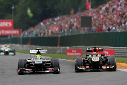 Esteban Gutierrez, Sauber and Kimi Raikkonen, Lotus F1 battle for position