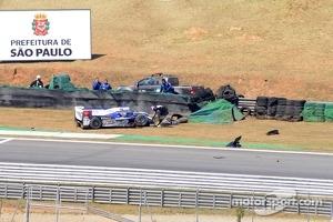 Crash for Anthony Davidson, Sebastien Buemi, Stephane Sarrazin