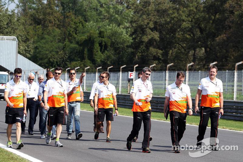 James Calado, Sahara Force India Third Driver walks the circuit with Bradley Joyce, Sahara Force India F1 Race Engineer and Adrian Sutil, Sahara Force India F1