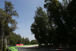 Romain Grosjean, Lotus F1 E21 and Jules Bianchi, Marussia F1 Team MR02