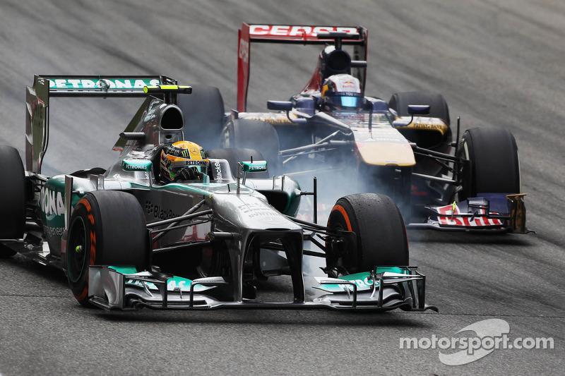 Lewis Hamilton, Mercedes AMG F1 W04 and Jean-Eric Vergne, Scuderia Toro Rosso STR8 battle for position