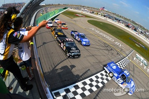 Start of Truck race at Iowa Speedway