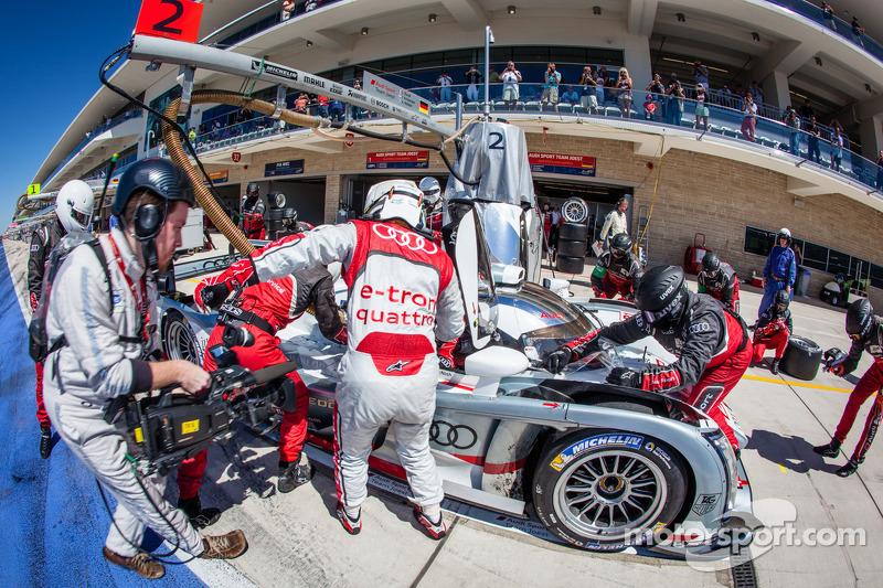 Pit stop for #2 Audi Sport Team Joest Audi R18 e-tron quattro: Tom Kristensen, Loic Duval, Allan McNish