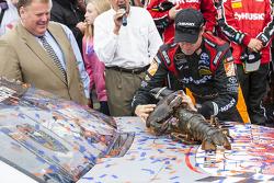 Race winner Matt Kenseth, Joe Gibbs Racing Toyota with the Loudon lobster