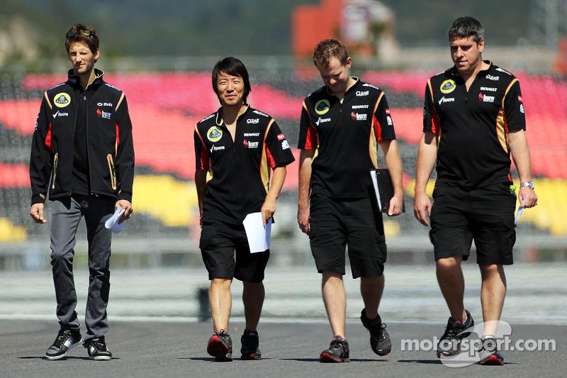 Romain Grosjean, Lotus F1 Team, walks the circuit