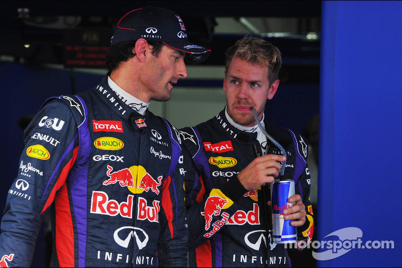 (L naar R): Mark Webber, Red Bull Racing met Sebastian Vettel, Red Bull Racing in parc ferme