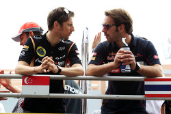 (L naar R): Romain Grosjean, Lotus F1 Team en Jean-Eric Vergne, Scuderia Toro Rosso bij de rijdersparade