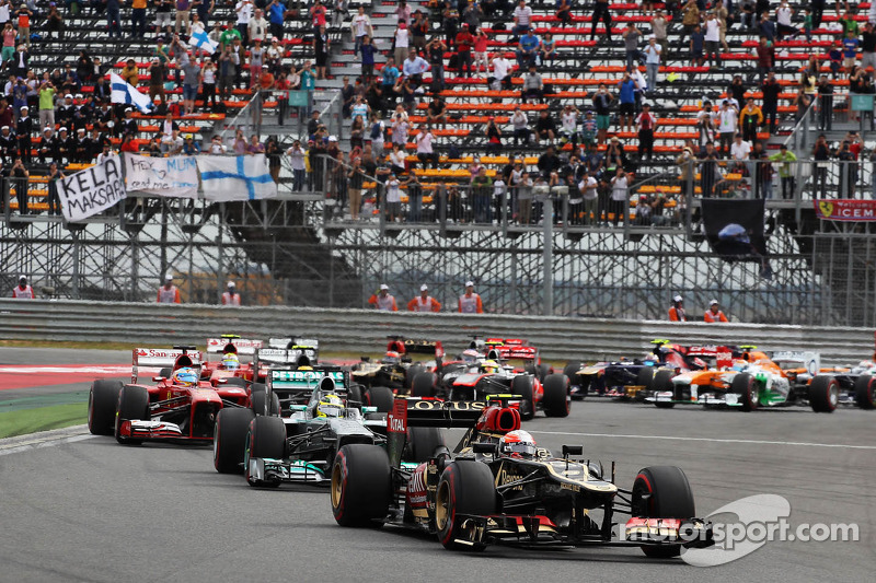 Romain Grosjean, Lotus F1 E21 at the start of the race