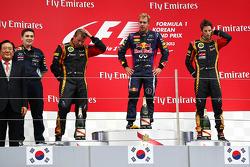 O vencedor Sebastian Vettel, segundo colocado Kimi Raikkonen, terceiro colocado Romain Grosjean