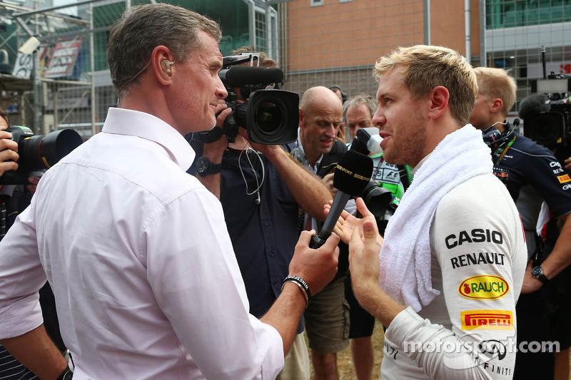 (L naar R): David Coulthard, Red Bull Racing en Scuderia Toro Advisor / BBC-commentator met Sebastian Vettel, Red Bull Racing op de grid