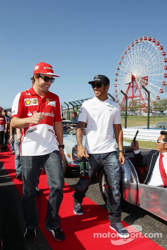 (Da esquerda para direita): Fernando Alonso, Ferrari and Lewis Hamilton, Mercedes AMG F1 , no desfile dos pilotos