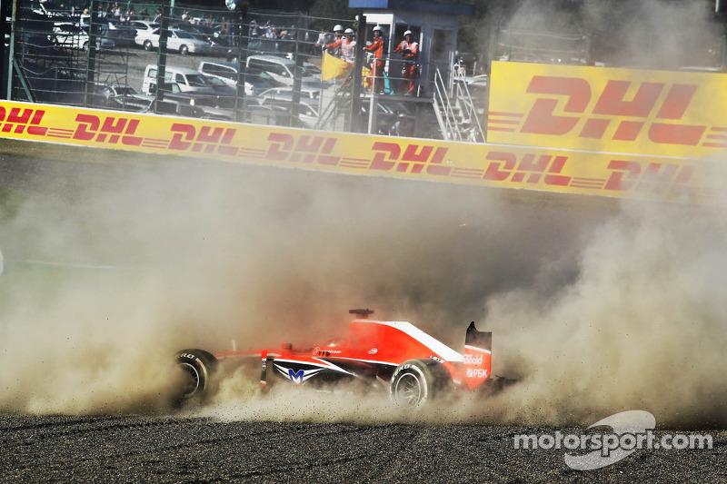 Jules Bianchi, Marussia F1 Team MR02 choca en el inicio de la carrera