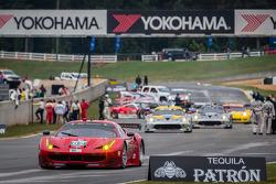 #62 Risi Competizione Ferrari F458 Italia: Olivier Beretta, Matteo Malucelli, Robin Liddell iniciando a volta de apresentação