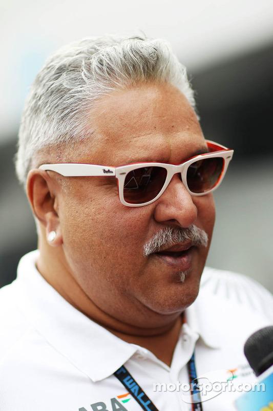 Dr. Vijay Mallya, dono da equipe Sahara Force India F1, com a mídia