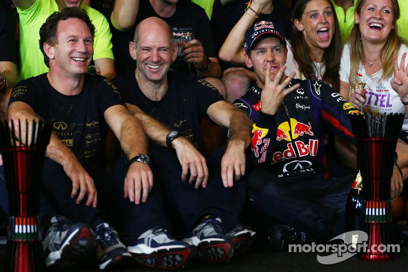 Себастьян Феттель, Red Bull Racing святкує четвертий титул з командою