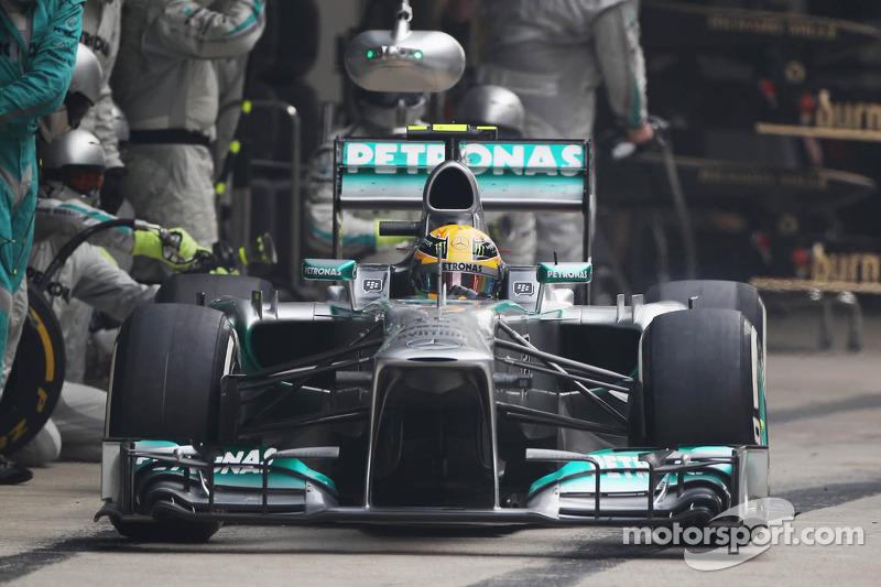 Lewis Hamilton, Mercedes AMG F1 W04  pit stop