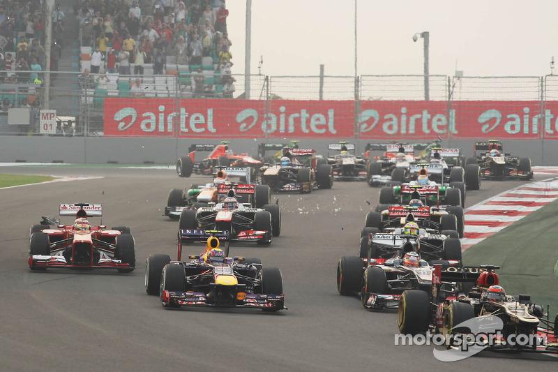 Kimi Raikkonen, Lotus F1 E21 leads Mark Webber, Red Bull Racing RB9, Nico Hulkenberg, Sauber C32 and Fernando Alonso, Ferrari F138 at the start of the race