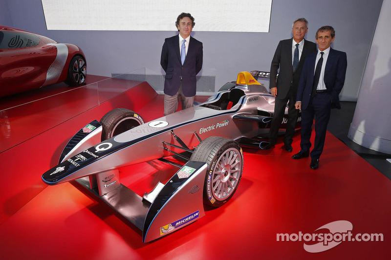 Alain Prost en Jean-Paul Driot met Alejandro Agag, mede-oprichter van het Formula E Championship