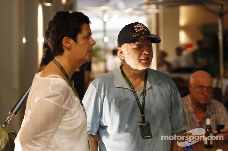 (L naar R): Heike Vettel en Norbert Vettel, moeder en vader van Sebastian Vettel, Red Bull Racing
