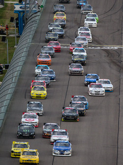 Start: Sam Hornish Jr. leads the field