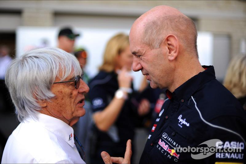 (L naar R): Bernie Ecclestone, CEO Formula One Group, met Adrian Newey, Red Bull Racing Chief Technical Officer